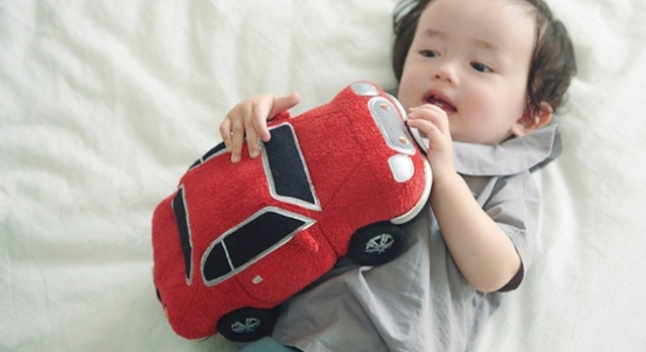 "Honda-მ შექმნა ""ხმოვანი ძიძა"", რომელიც ძრავის ხმებს გამოსცემს და ჭირვეულ ბავშვებს ამშვიდებს"
