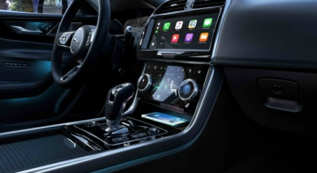 Jaguar-ის დიზაინის ხელმძღვანელს თავის მანქანებში გიგანტური, iPad-ის მსგავსი ეკრანები არ სურს