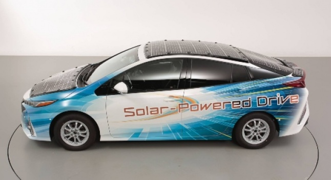 Prius Prime-ს Toyota მზის პანელებით დაფარავს, რომლებიც ბატარეებს მართვის დროსაც დამუხტავს